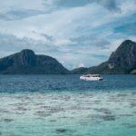 Das Meer in Malaysia hat glasklares Wasser